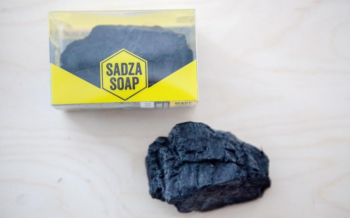 mýdlo ve tvaru uhlí